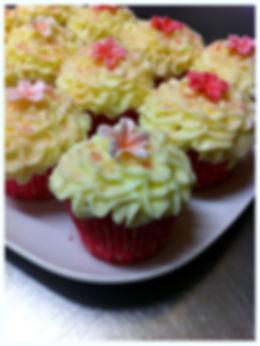 Ta med ditt barn eller barnbarn. Alla par får 8 cupcakes att dekorera och sedan ta med sig hem.