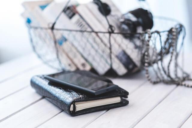 celular e carteira