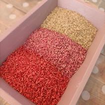 Spelen met gekleurde rijst