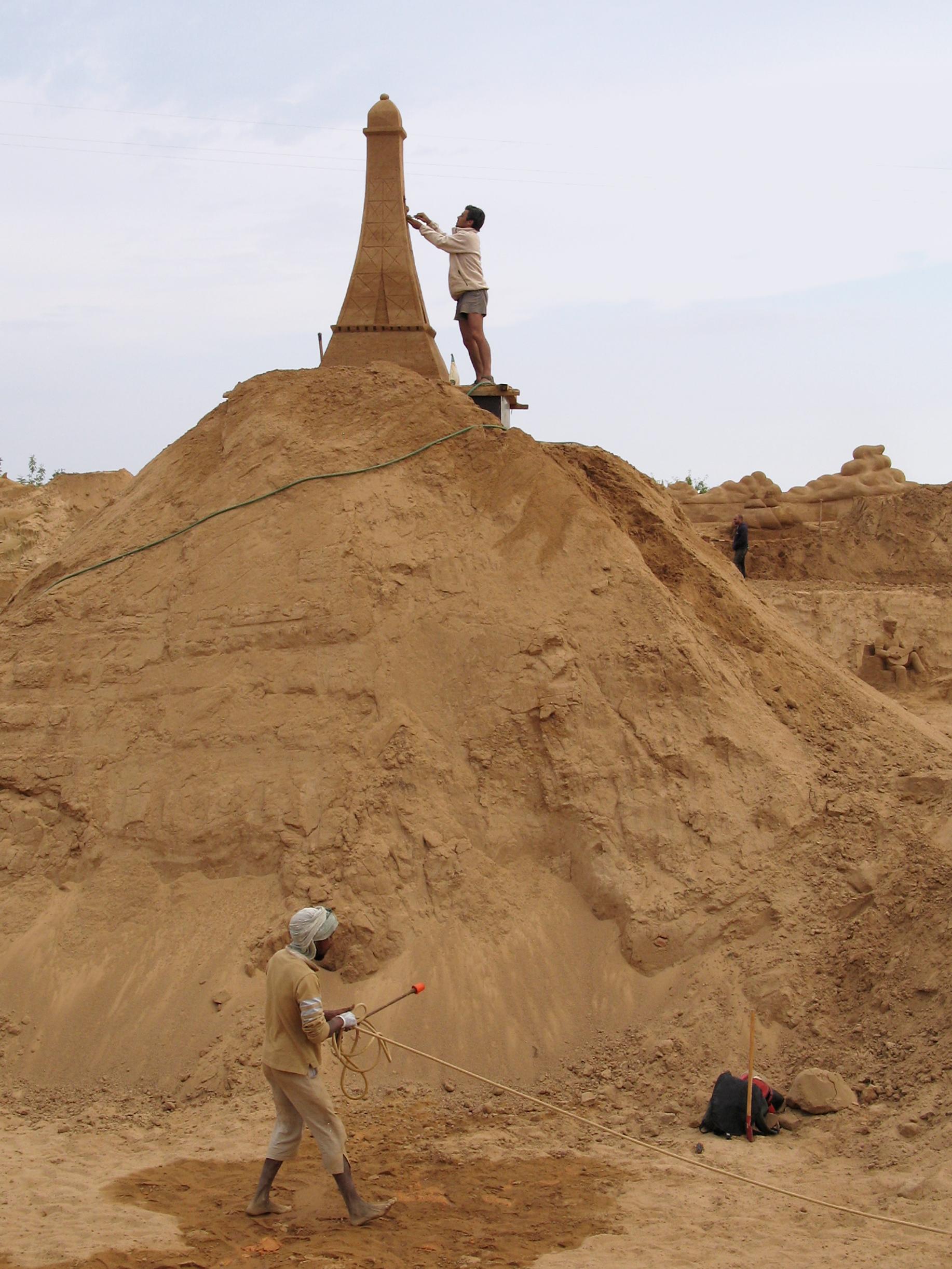 Torre Eifel em construção