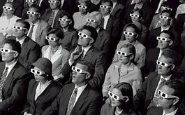 Acá las tres razones por las cuales el cine es muy importante para una sociedad y sus comienzos:   El cine era una atracción de feria, era entretenimiento. Rápidamente se transforma y pasa a ser arte, es decir Expresión. Digamos que a lo largo de la historia el cine siempre ha tenido esa doble función: ser una herramienta de alto entretenimiento, pero también alto componente expresivo de la naturaleza humana. El cine tiene la capacidad de evocar todo tipo de historias. Independiente de las películas que te gusten o el tipo de personajes y aventuras, siempre estamos viendo esa reconstrucción de una realidad, de un contexto, la relación de ese personaje con esa realidad planteada y es la visión del director, a través de unos elementos narrativos, que va involucrando y va transmitiendo esas emociones, esa postura crítica, esas visiones de construir una realidad. Incluso para conceptos tan abstractos como la ética, la toma de decisiones, el empoderamiento frente a X o Y situación; cada uno de ellos va a estar interpretado por los ojos del director y esto es lo que permite que una película pueda ser utilizada como una herramienta pedagógica. El famoso concepto de carpe diem de La Sociedad de los Poetas Muertos (1989), es una película que está trabajando ese cosmos, esa realidad: un docente con los estudiantes y sus conflictos; surge esta frase y a partir de ahí la película nos transmite un montón de trasfondos que pueden ser utilizados de cara al espectador, para interpretar, discutir, reflexionar o construir conceptos mucho más amplios; que permiten crecer como cultura.