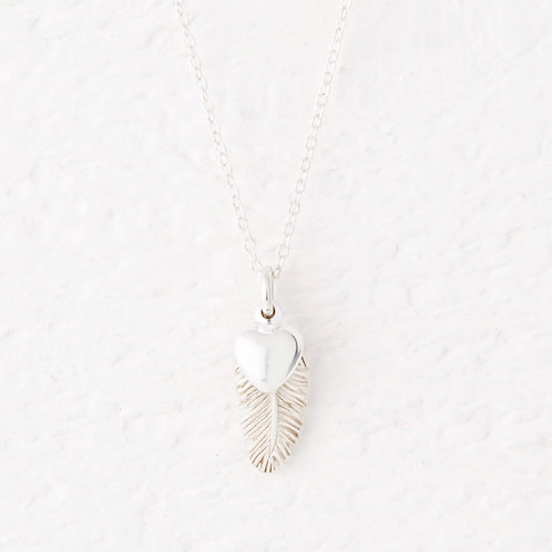 La Plume Small Silver Feather Necklace