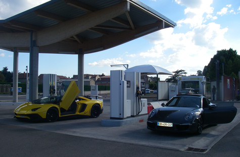 Lamborghini à la station-services