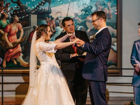 Traditional Wedding vs Eloping
