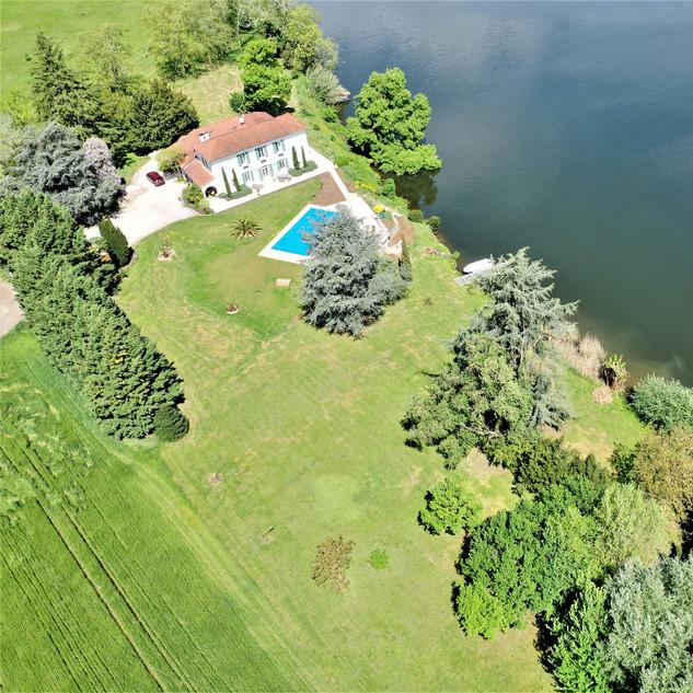 Drone, lawn pool