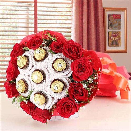 Buquê  12 rosas colombianas  com Ferrero.