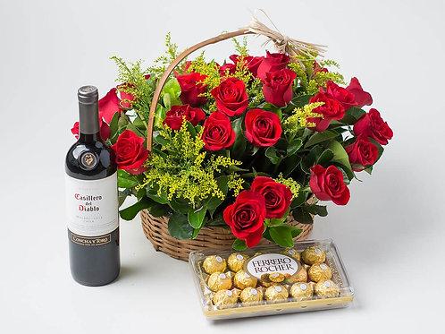 Cesta com 24 Rosas colombianas, Ferrero e Vinho.