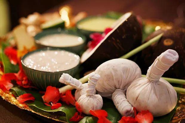 Thai Herbal Compress Ball Massage