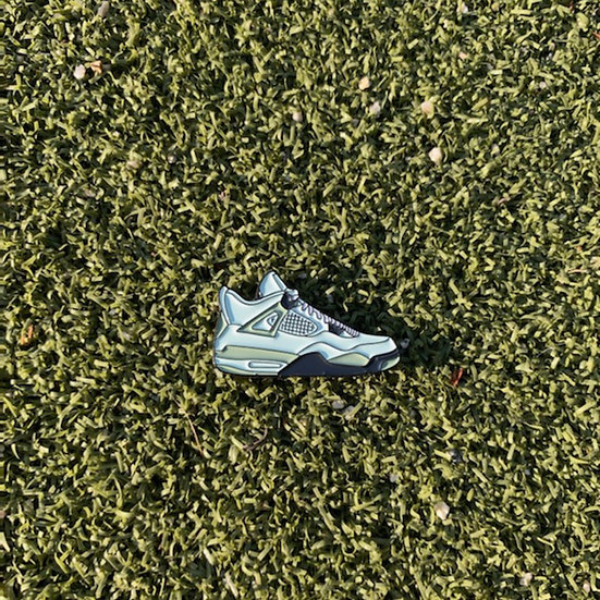 AJ4 Golf ball marker white grey