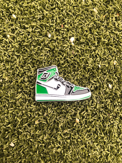 AJ1 Golf ball marker  (green white black )
