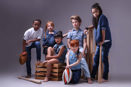 Jeans para crianças em ensaio que é pura fofura