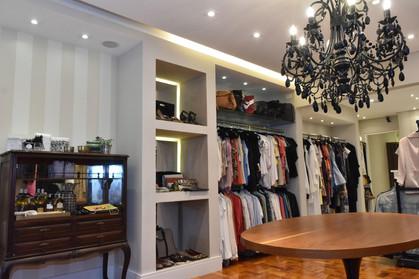 Brechó reúne peças de marcas famosas a preços acessíveis o ano todo
