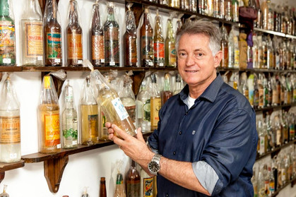 Aprenda a avaliar uma boa cachaça de alambique com o Embaixador da Cachaça no Brasil