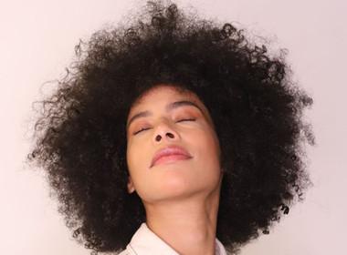 """Hairstylist da novela """"Um Lugar ao Sol"""" ministra curso em São Paulo"""