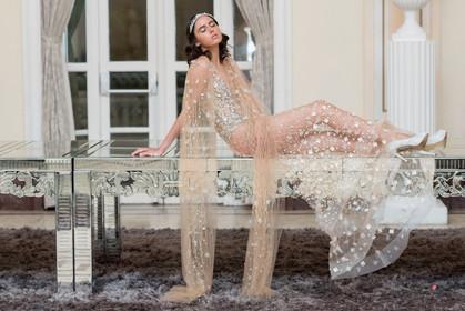 Carol Hungria desfila sua coleção Stars inspirada em Divas de Hollywood