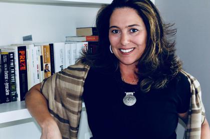 Escritora paulistana une viagens, gastronomia, romance e aventura para contar história em seu primei