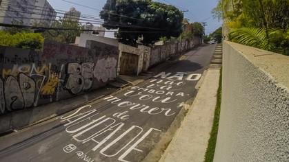 Travessa Tim Maia, na Vila Madalena, tem intervenção de live painting