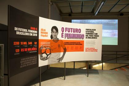 Últimos dias para conferir a exposição 'CONTRA-ATAQUE! As Mulheres do Futebol'