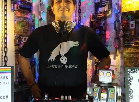 Festa virtual Alive & Kicking! do DJ Tonyy transforma sua casa em pista de dança