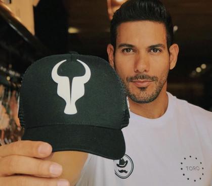 Grife Toro assina nova linha de roupas da Barbearia Vip