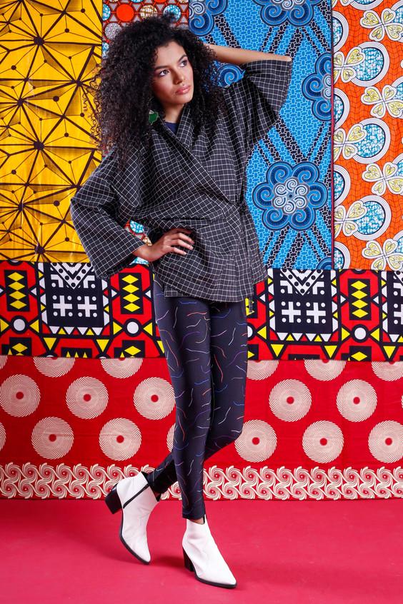 Modelo veste: Kimono: A Mulher do Padre, Legging: A Mulher do Padre e Bota: Renner.  Foto: Haln Junior / Grupo YBrasil