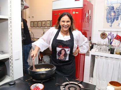 Fafá de Belém faz jantar para lançar Varanda de Nazaré 2017