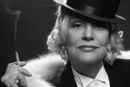 Sylvia Bandeira vive Marlene Dietrich em musical que estreia no Teatro J. Safra