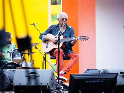 Jards Macalé homenageia Hélio Oiticica em show no Inhotim