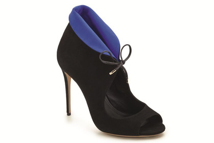 Saltavore Ferragamo lança coleção de sapatos femininos em parceria com Edgardo Osório