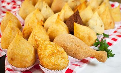 Lanchonete oferece mais de 60 tipos de coxinhas salgadas e doces