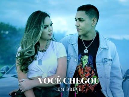 "Aline Pratta lança clipe ""Você Chegou"" feat Ryan Benelli em evento drive in"