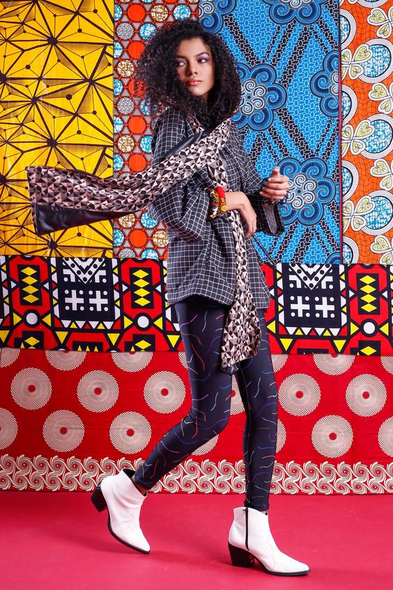 Modelo veste: Kimono: A Mulher do Padre, Legging: A Mulher do Padre, Bota: Renner e Cachepus: Makida Moda  Foto: Haln Junior / Grupo YBrasil