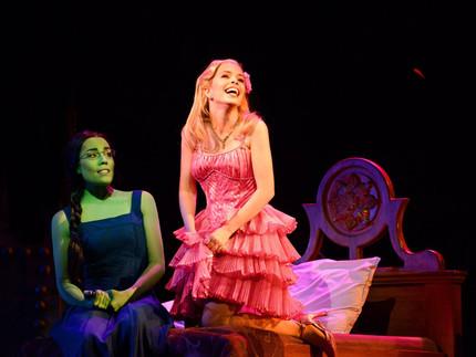 Novas imagens do musical Wicked
