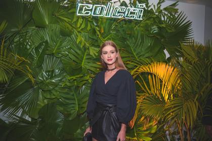 Famosos e fashionistas prestigiam lançamento da nova coleção da Colcci
