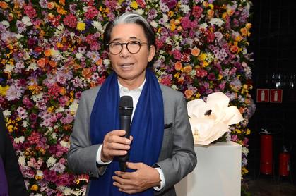 Fotos - Kenzo Takada apresenta fragrância AVON Life