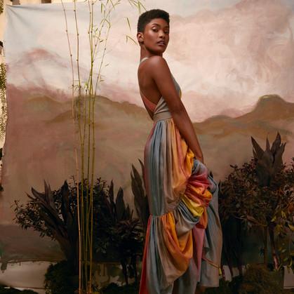 Atriz Erika Januza fala sobre a solidão da mulher negra e como lida com o racismo na Revista Glamour