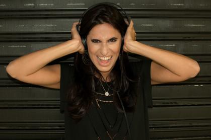 "DJ Clara Ribeiro lança remix de ""When We Were On Fire"", de James Bay"