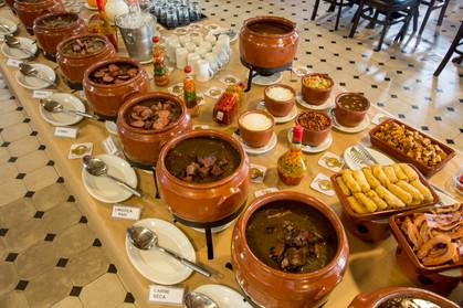 Bar do Juarez começa a servir buffet completo de feijoada nas 4 unidades de SP