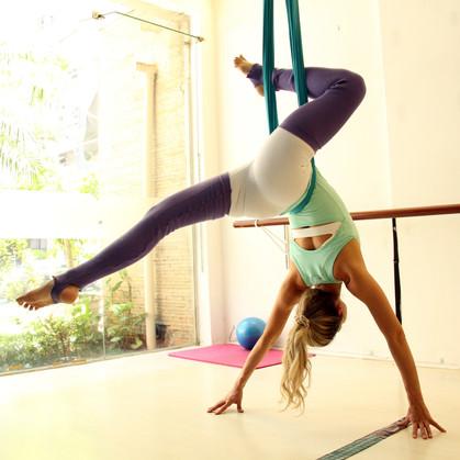 Ganhe músculos e queime até 500 calorias com mistura de dança, pilates e circo