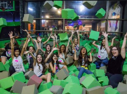 Maior parque de trampolins indoor do Brasil entra no clima da folia e realiza seu Bloquinho de Carna