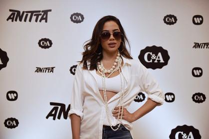 Anitta lança o clipe da música Will I See You esbanjando sensualidade
