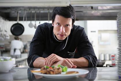 Lush motel tem cardápio gourmet assinado por Leo Young, vencedor do MasterChef
