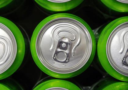 Cortar uma lata de refrigerante na semana já ajuda a perder peso