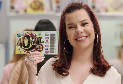 Após término de contrato com a Globo atriz entra no ar em campanha da TeleSena de Silvio Santos.