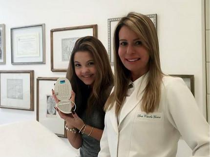 Participante do The Voice Kids cuida do visual em clínica dermatológica