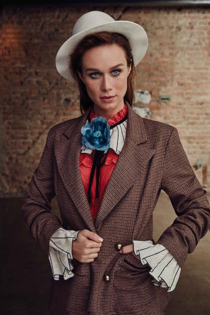 Mariana Ximenez usa looks masculinos em ensaio para a Glamour