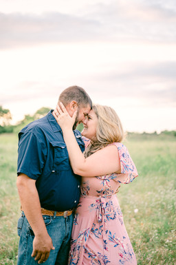 intimate hill country engagement photos