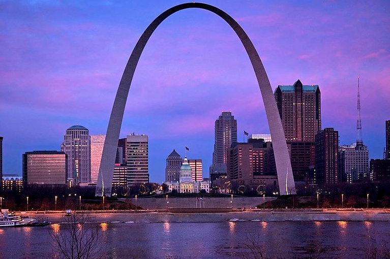 800px-Gateway_Arch_&_St._Louis_MO_Riverf