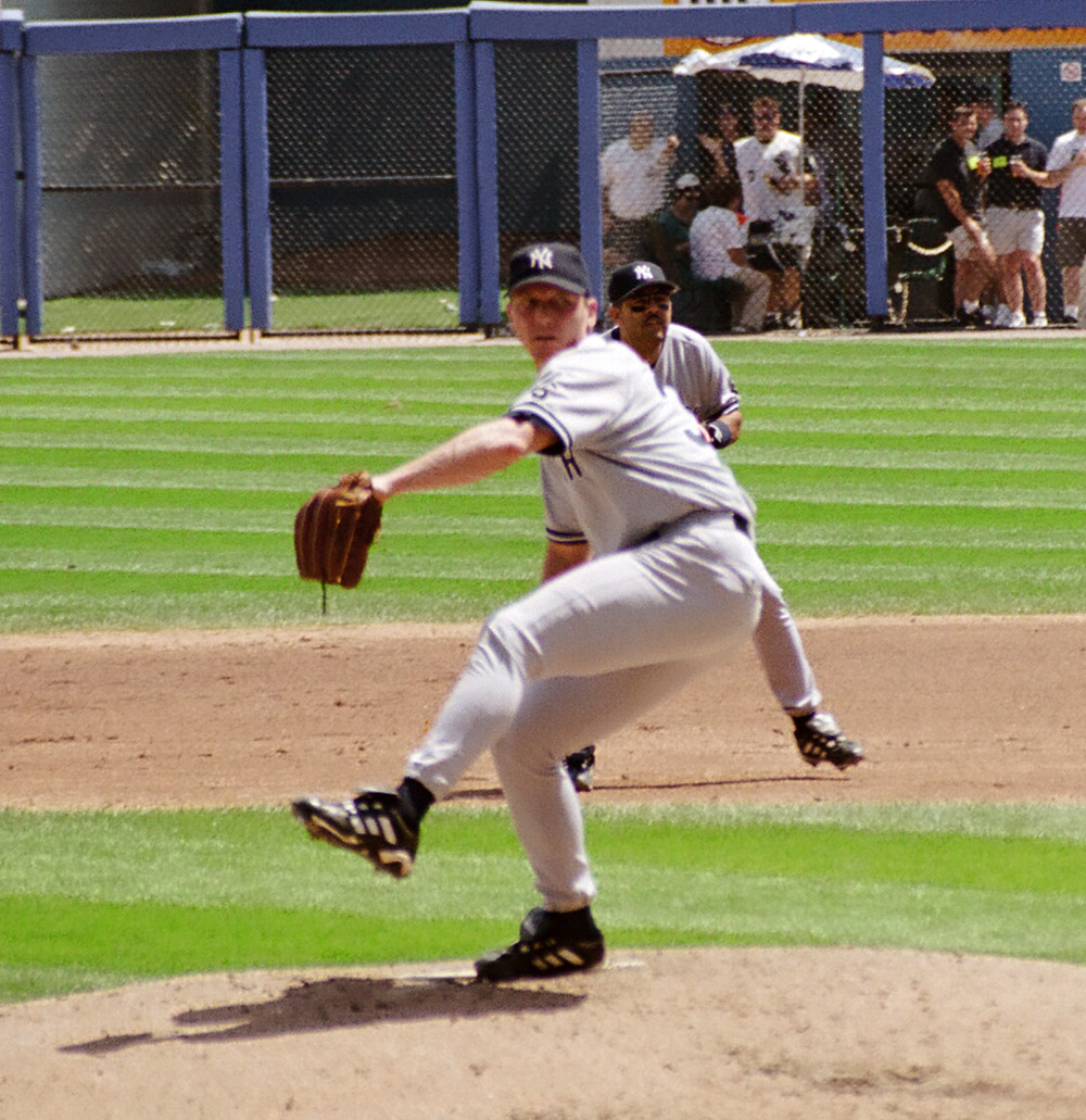 David Cone obstructing a perfectly good view of Luis Sojo. 1999.
