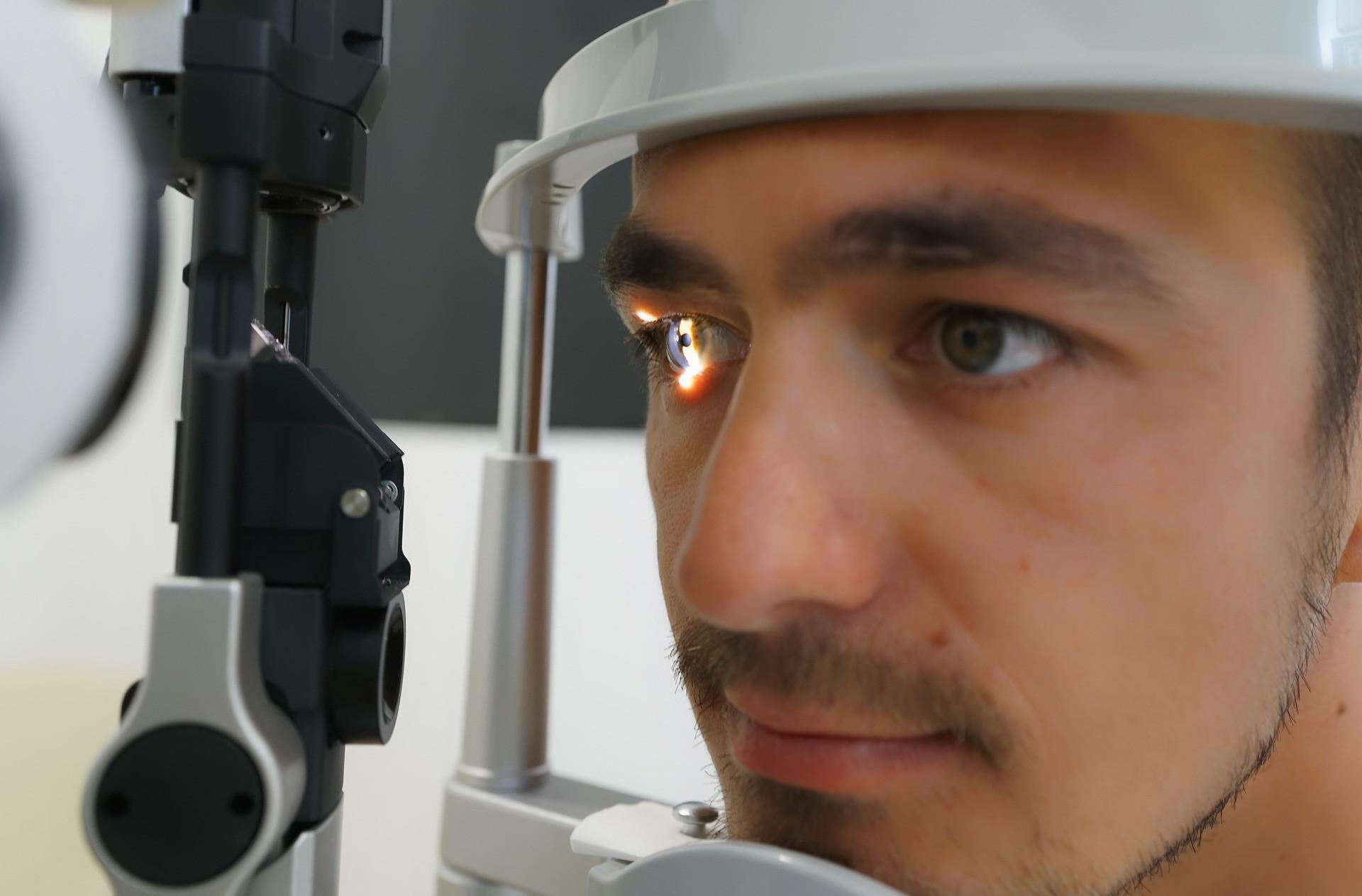 Kontaktlinsen-Anpassung